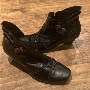 Un Tour en Ville low cut heeled boots